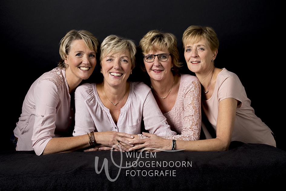 glamourfotografie, glamour fotoshoot, glamour fotosessie, beautyfotografie, modernportret, modern portret,fotokado,foto kado, kado voor zus, kado voor zussen, cadeau voor zus, cadeau voor zussen, fotocadeau, foto cadeau, vrouwen 50 plus, vrouwen 50+, vrouwen 60 plus, vrouwen 60+, moeder-dochter, moeder en dochter, vriendinnen, Willem Hoogendoorn, Woerden, Utrecht, Lijdsche Rijn, De Meern, Vleuten