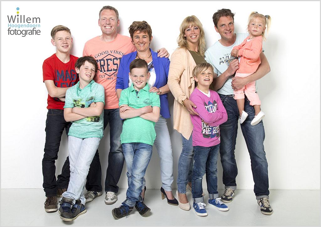 familiefotografie-familiefoto-gezin-voor-verjaardag-oma-Willem-Hoogendoorn-Fotografie-Woerden