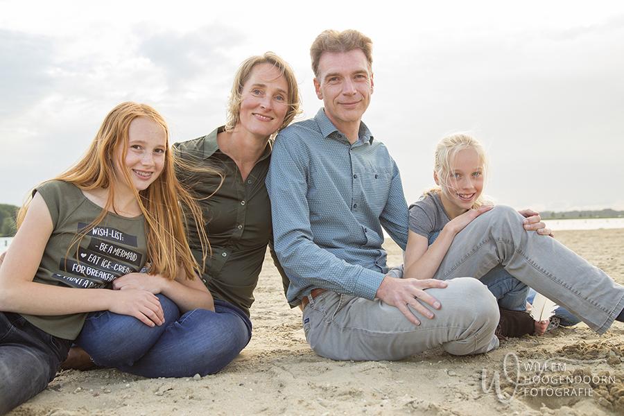 fotosessie gezin familiefotografie op locatie door Willem Hoogendoorn Fotografie, Maxima park, Vleuten De Meern Leidscherijn